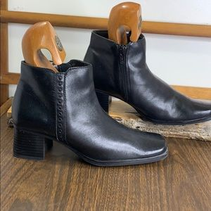 Black Bass Verona Side Zip Leather Booties 5 1/2